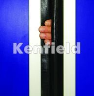 K250 GRP Retail Swing Door: Centre finger protection seal